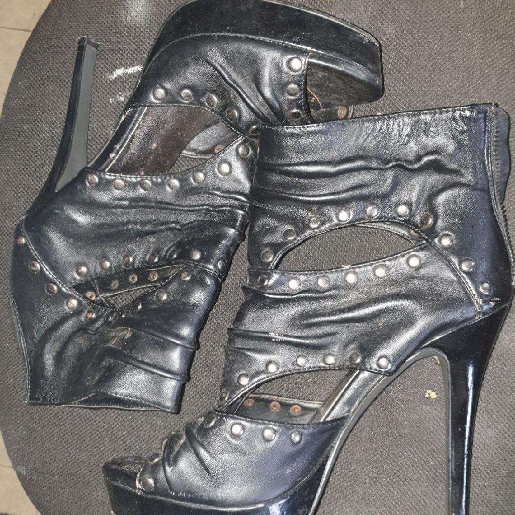 Very high heels size 6