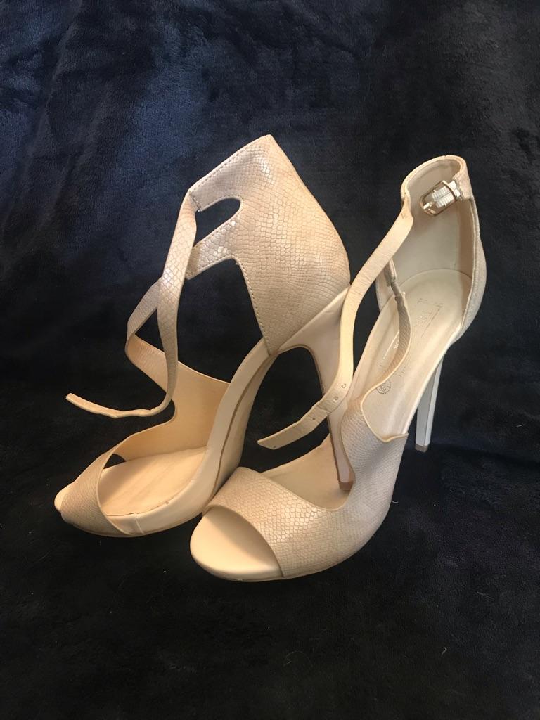 Brand new nude size 6 heels
