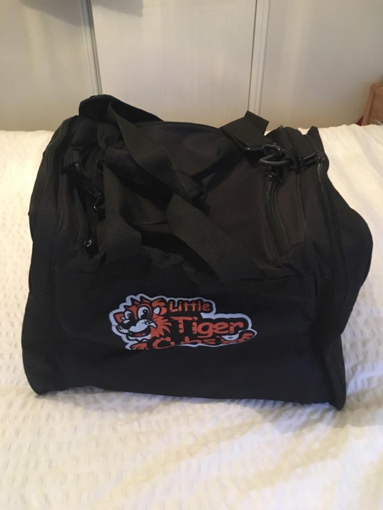 Tiger cubs gloves and bag