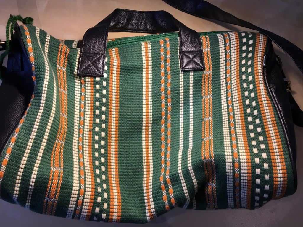 Threaded shoulder bag