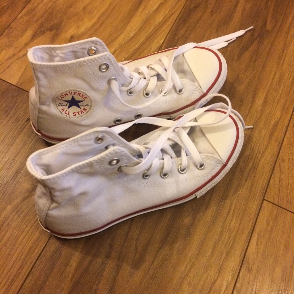 Kids Converse white 2.5 UK