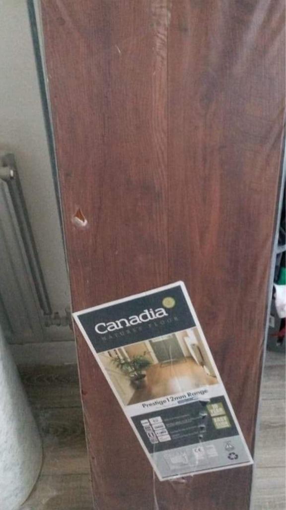 2 packs of wooden flooring