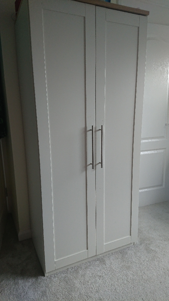 Wardrobe and chest of drawers)