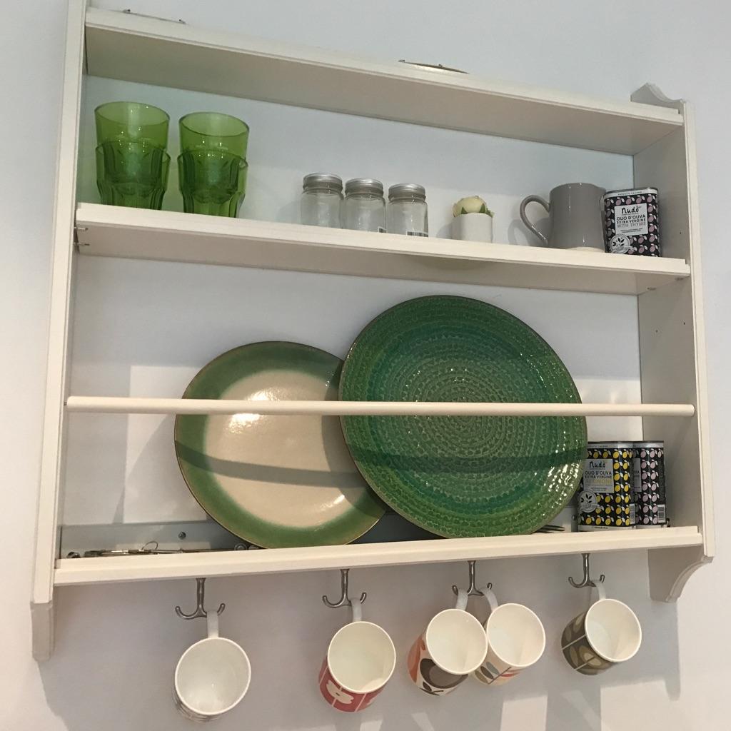 White plate shelf