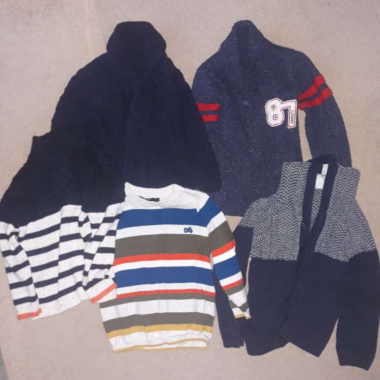 Boys 2 x jumpers and 3 x cardigans