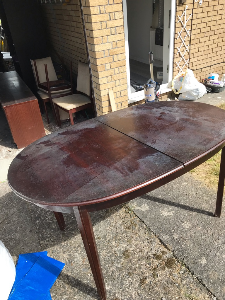 Free mahogany extending dining table and 6 chairs (4+2 carvers)
