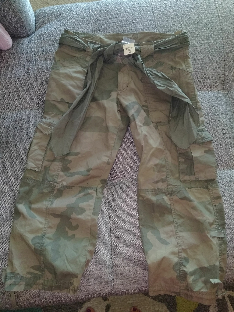 Hollister Camo Crop Pants NEW W tags