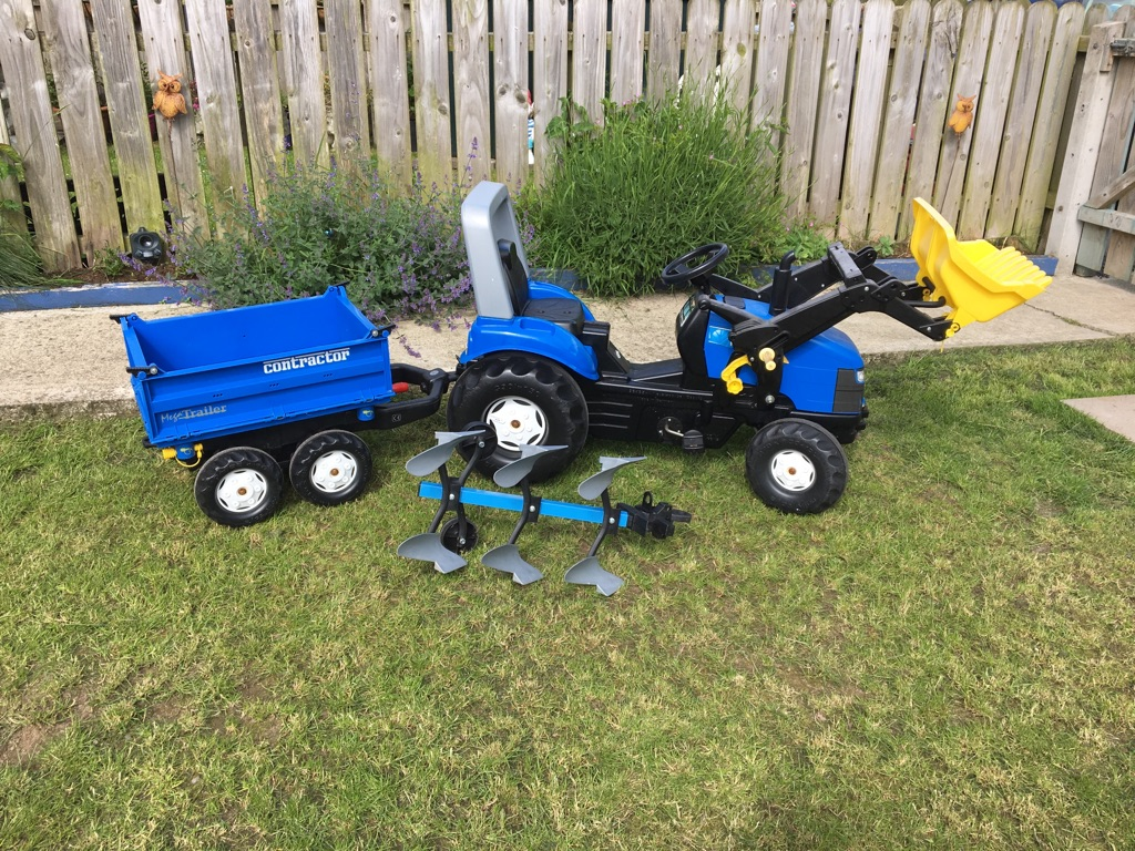 New Holland ride on pedal tractor age 3-10 with trailer and plough
