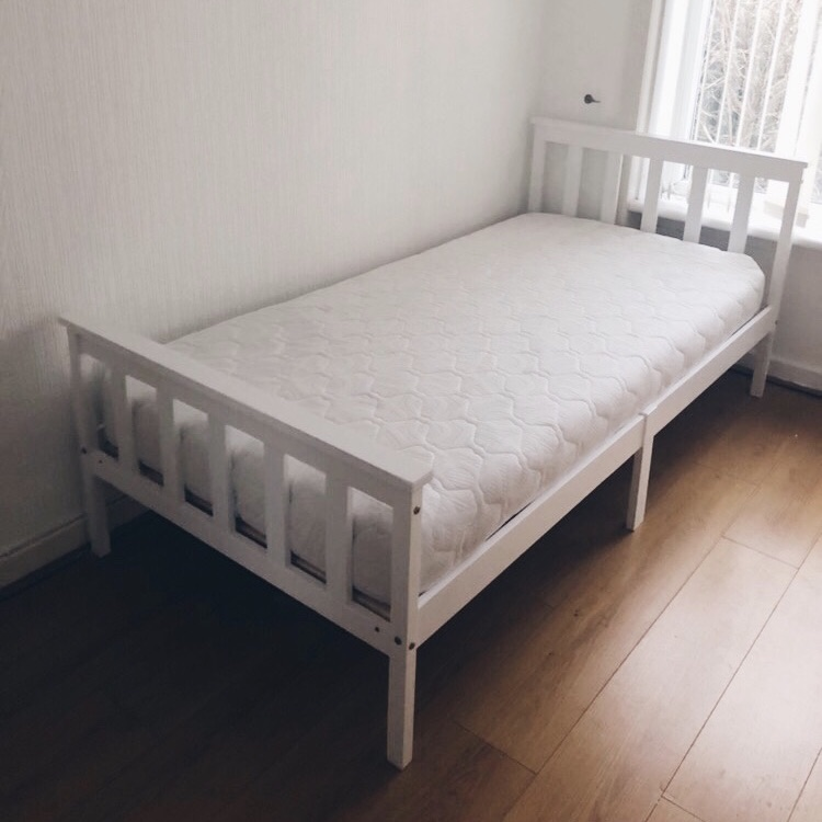 *BRAND NEW* WHITE SINGLE BED WITH MEMORY FOAM MATTRESS.