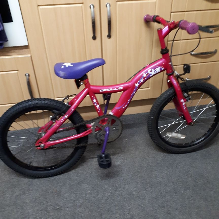Girls bike suitable for 5-7 yrs.