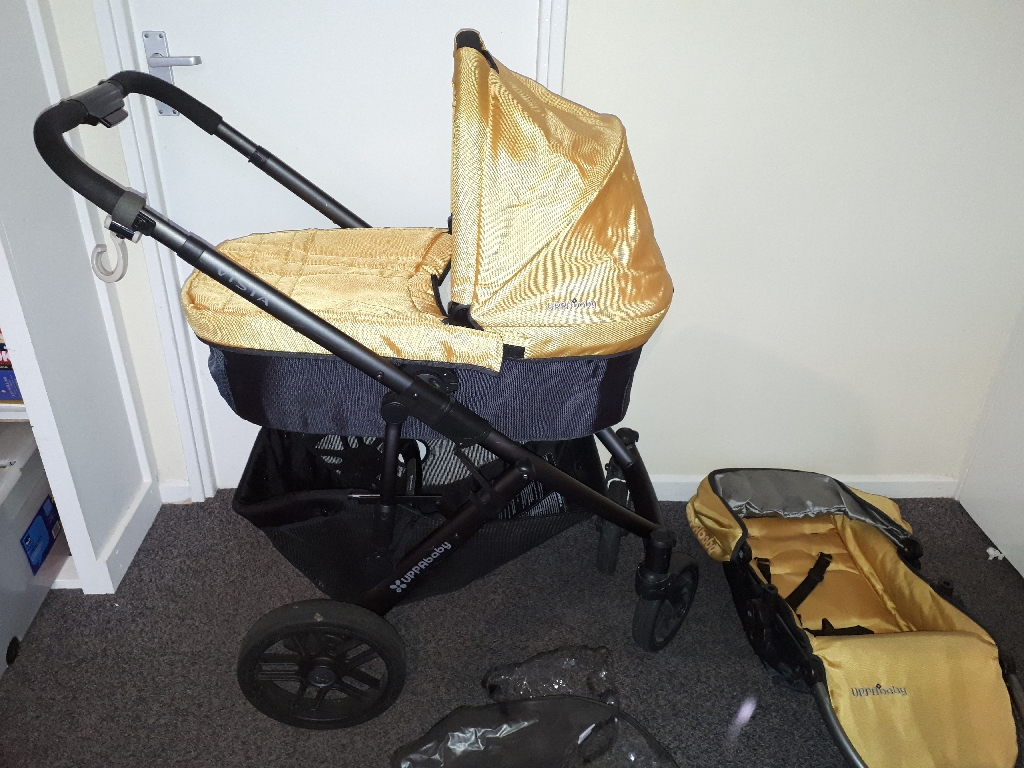 Uppababy Vista carrycot and frame