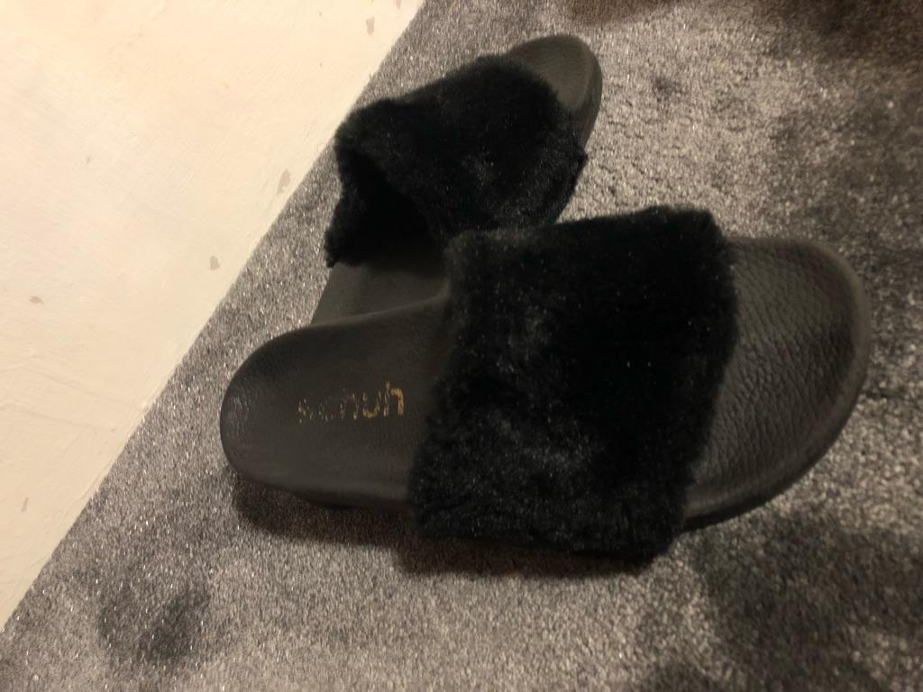 Schuh Black Faux Fur Sliders Size UK 7