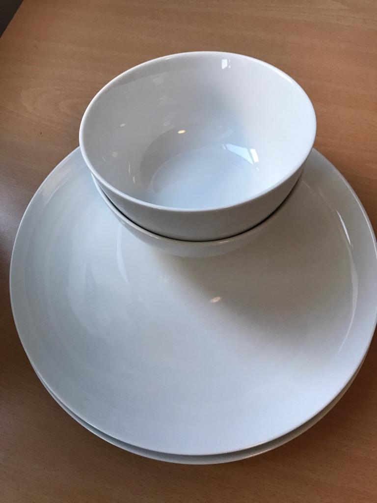 2 Plates & 2 Bowls