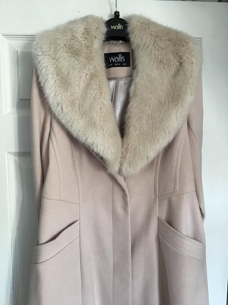 Pink coat Wallis
