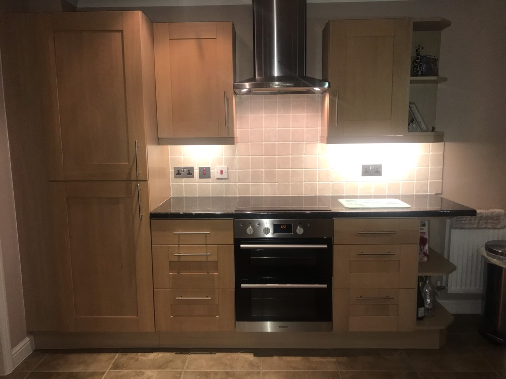 Kitchen units & Hotpoint oven, hob and extractor fan for sale