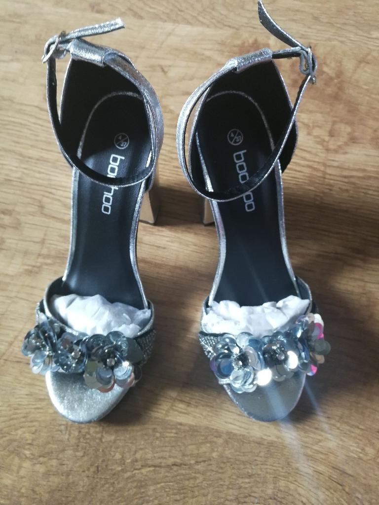 Brand New Boohoo silver block heel