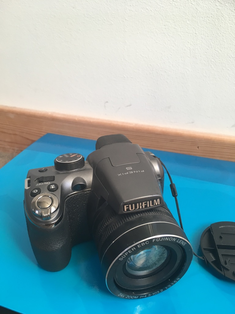 Fujifilm Finepix s4200 bridge camera