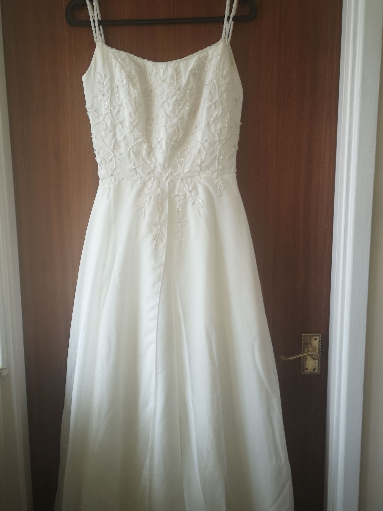 Beautiful strappy wedding dress for sale size 8-10