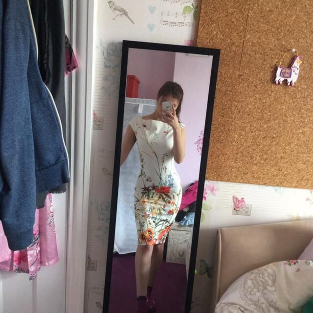 Size 8 cream/white floral bodycon dress