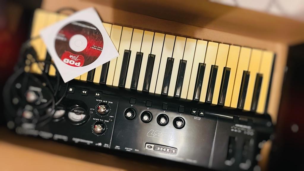 Keyboard KB37 (Line6) used...