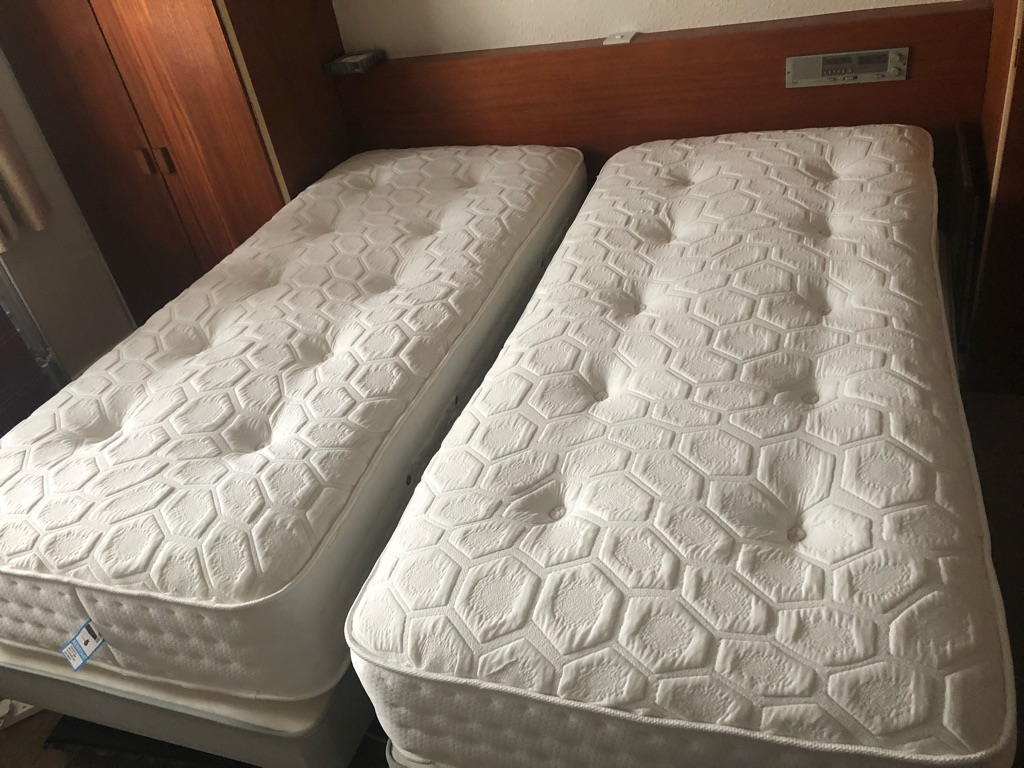 Superking size zip link mattress.