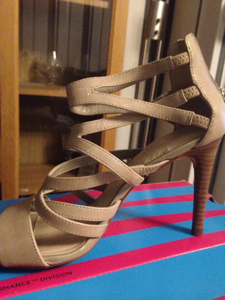 Ladies autograph shoe
