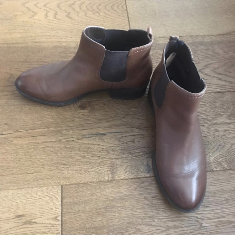 Woman's Chelsea Boots