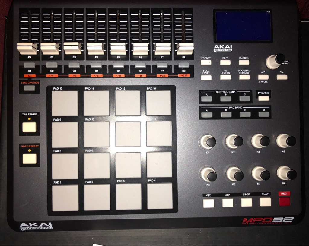 AKAI MPD32 MIDI/USB SOFTWARE CONTROL SURFACE