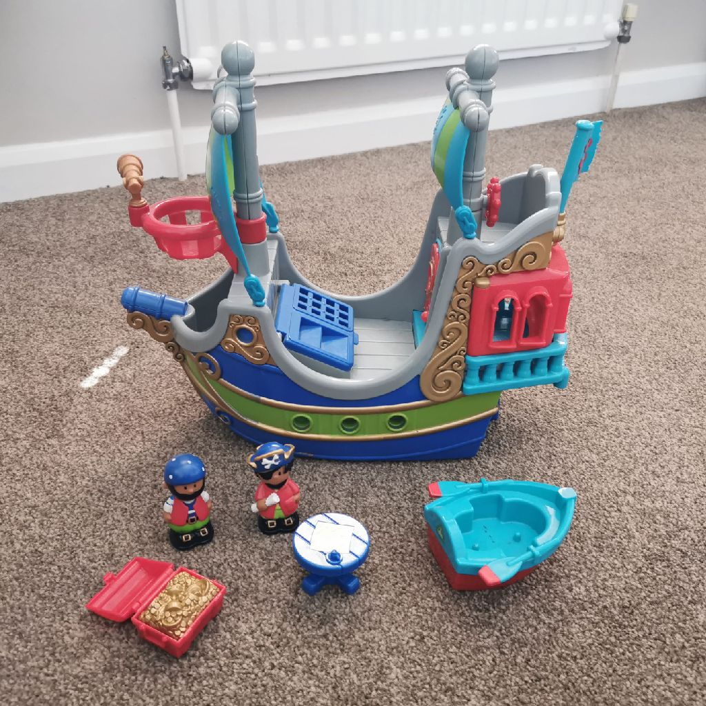 Happy land pirate ship