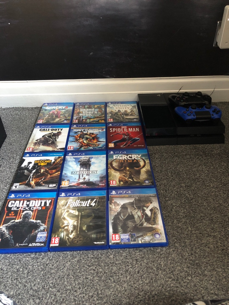 PS4 500gb Black + 12 Games + 2 Controllers
