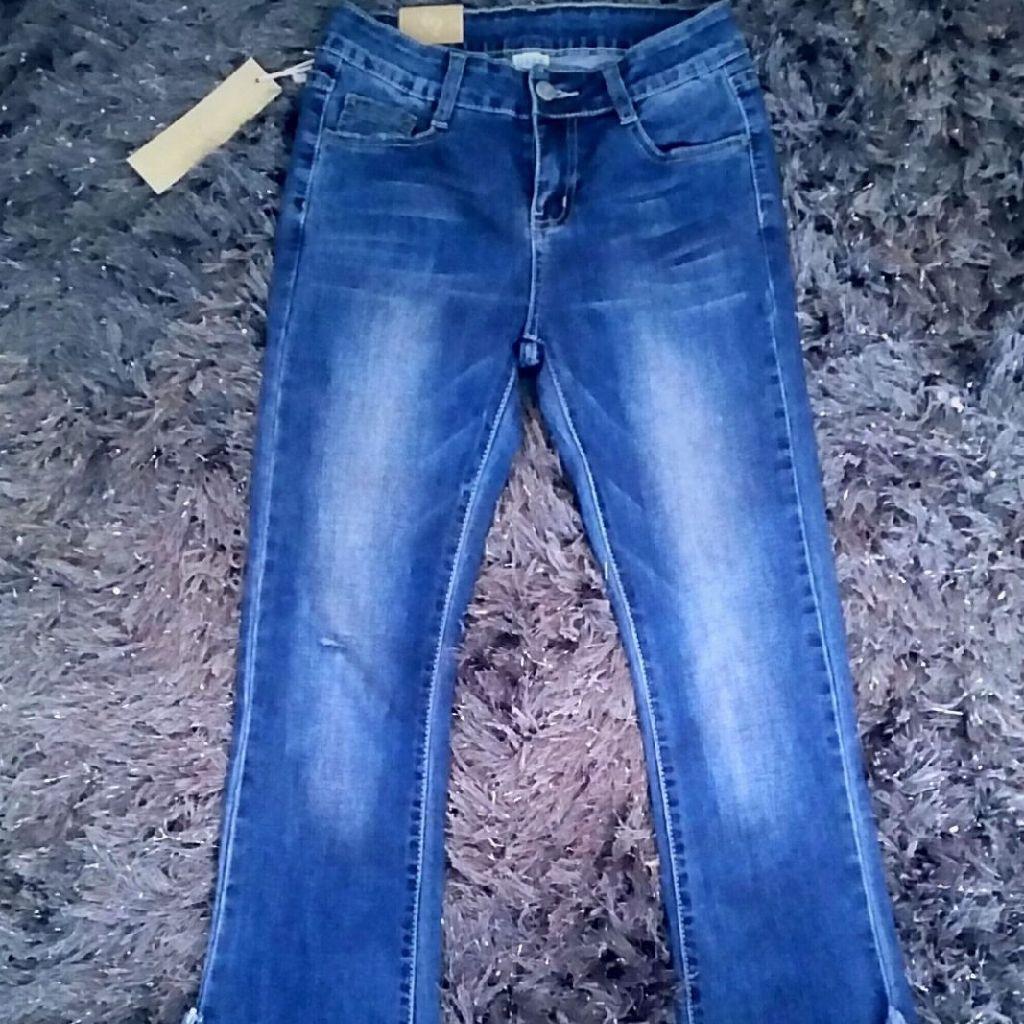 Size 8 boohoo frey hem jeans nwt