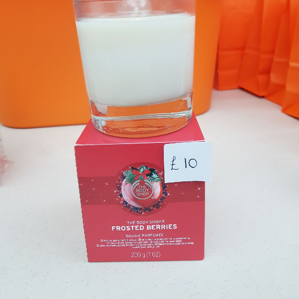 Frosted berries body shop candle.