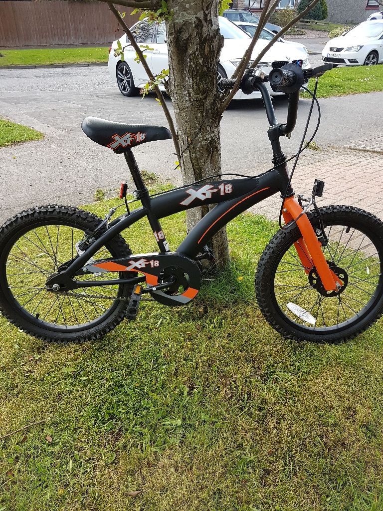 XT18 BOYS bike orange and black