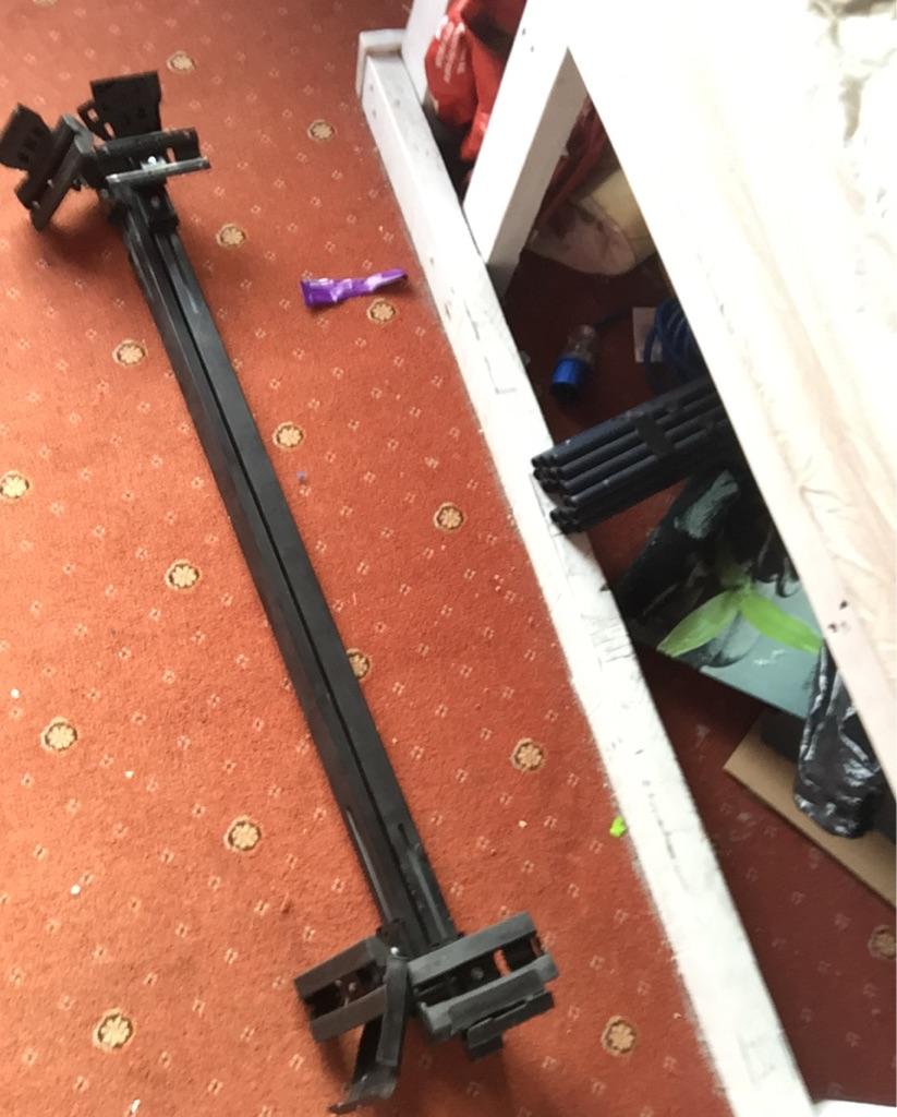 Universal roof rack bars