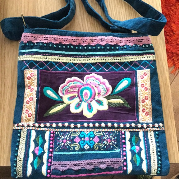 PRETTY NEW BAG WITH SHOULDER STRAP
