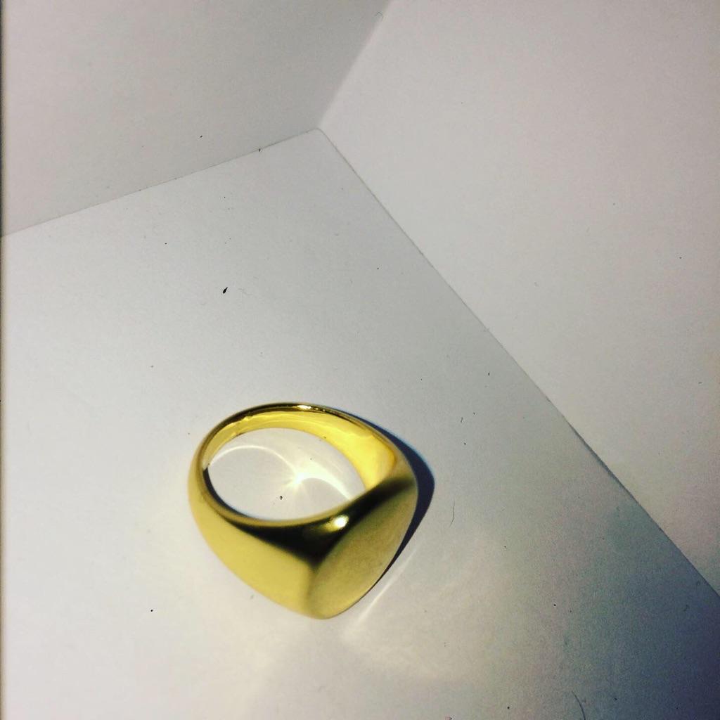 Flat Face Royalty Gold Ring