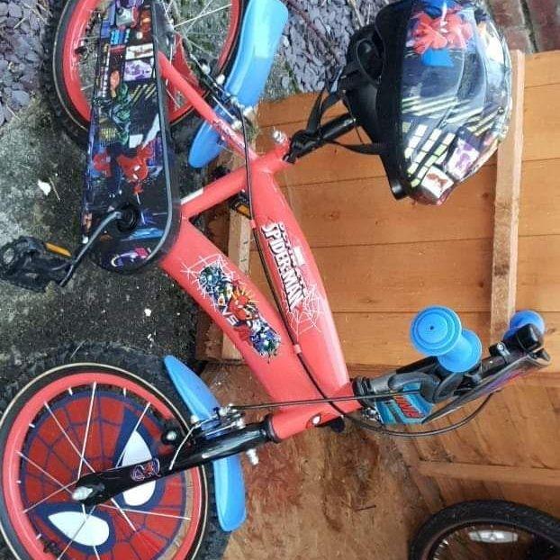 14inch spiderman bike with helmet