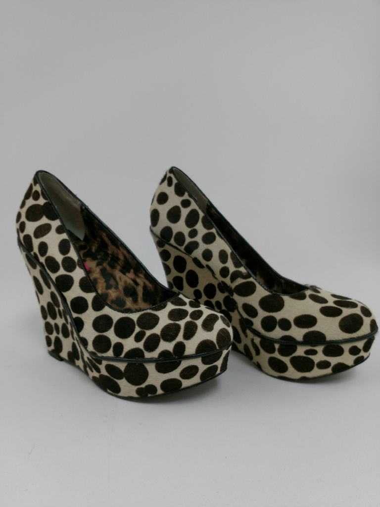 Betsy Johnson fur, polka dot platform heels, size 6b