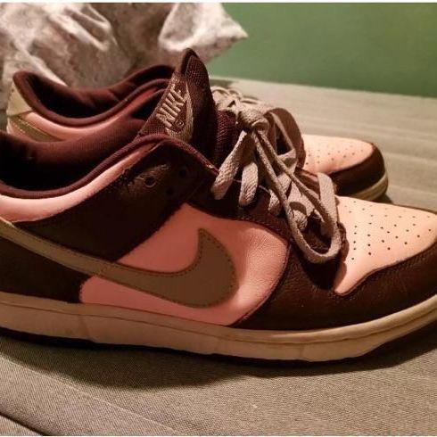 Women's Pink Nike sneakers size 9.5