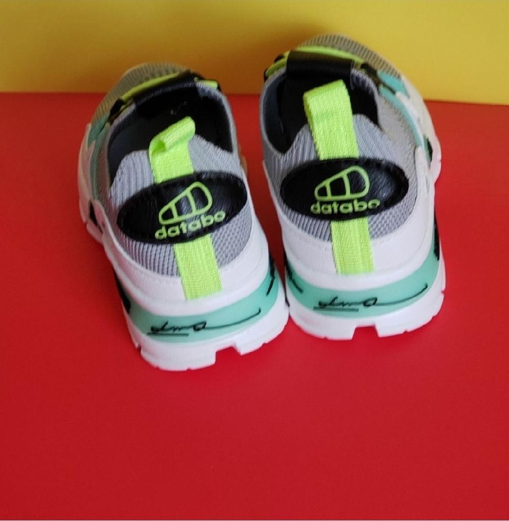 Kids unisex sneakers size  1y, 1.5y , 2y ,2.5y
