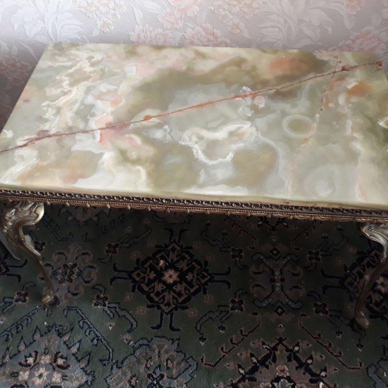 Onyx table size
