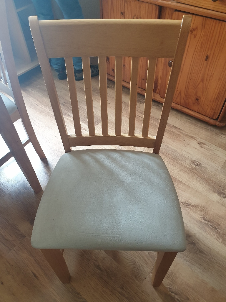 Extending dining room table and 4 chairs
