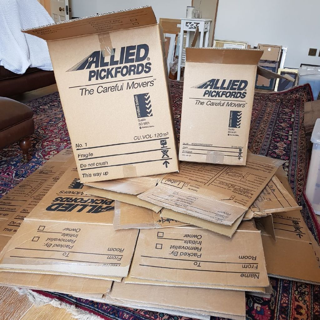 Large, strong cardboard moving boxes. 5 for £10.