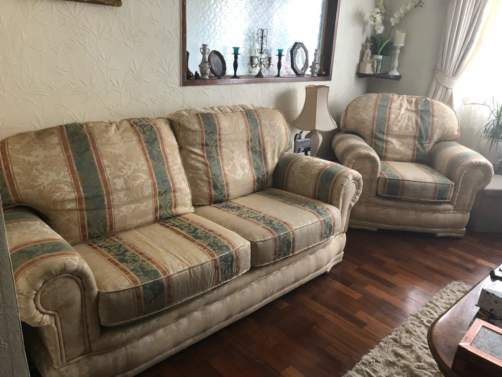 BARGAIN! A lovely 3 piece suite in great condition.