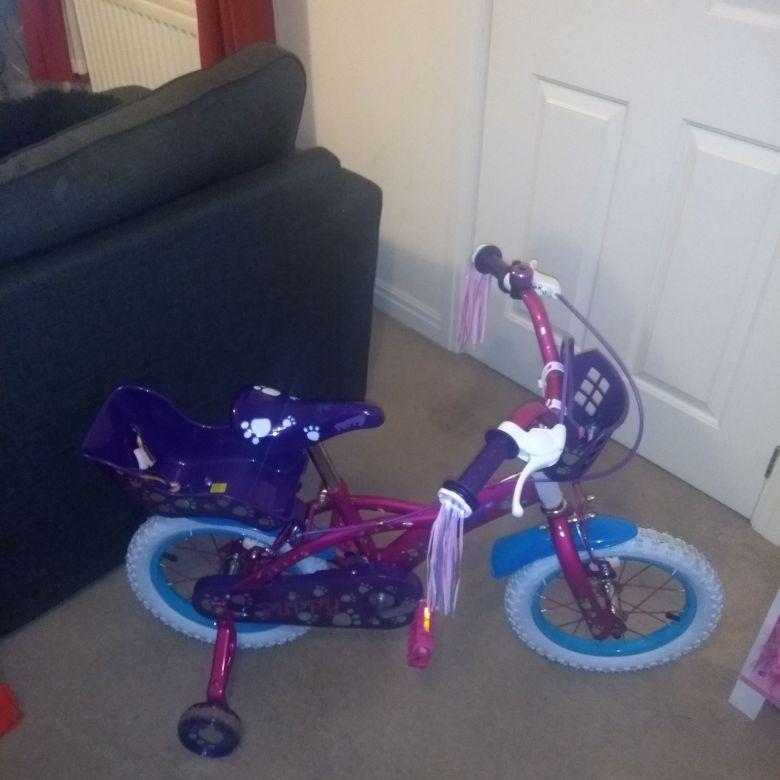 Girls bike with stabilizers