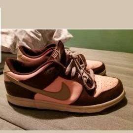 Women's pink Nike's size 9.5