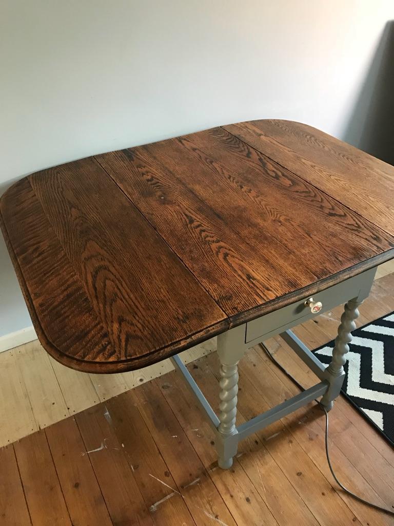 Beautiful vintage pembroke table