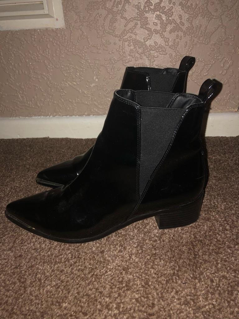 Patent black pointed stylish Chelsea boots size UK 6
