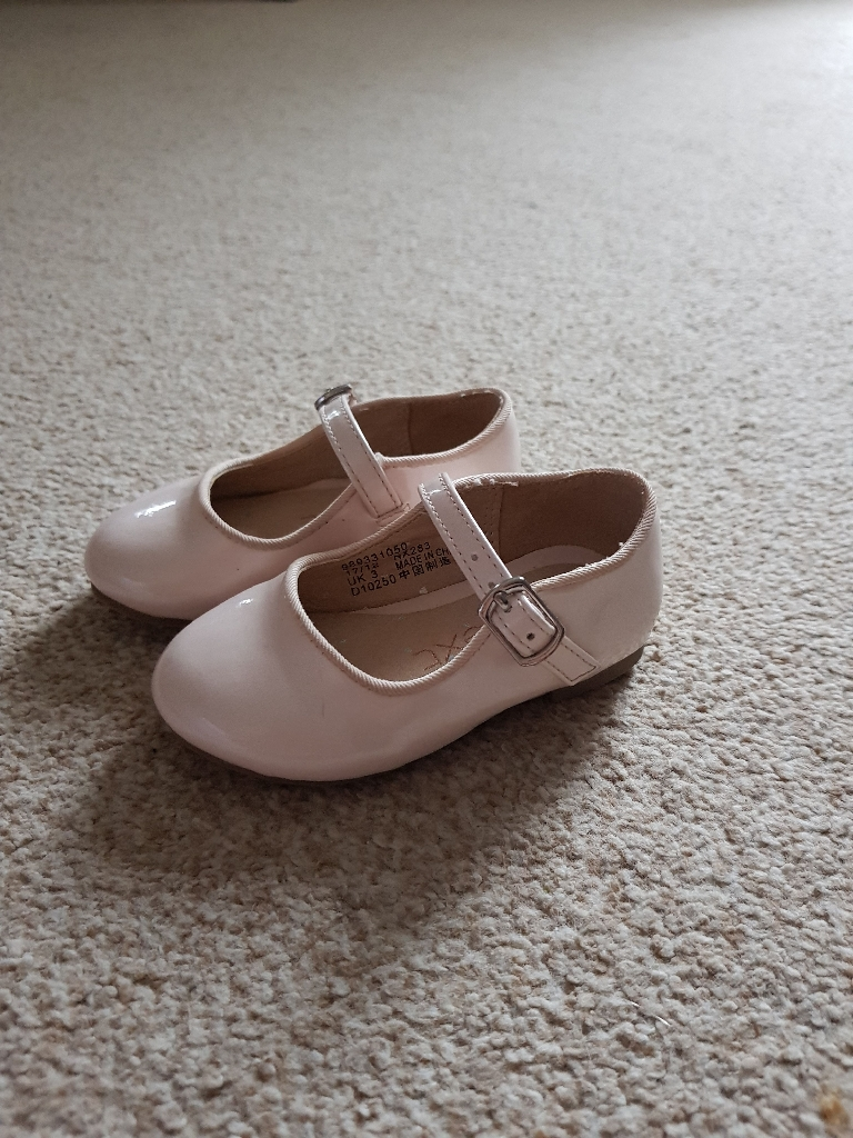 Next toddler size 3 patent shoes