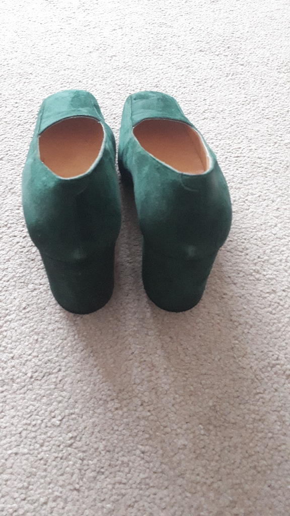 Green Shoes - Size 6